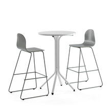 Sestava Various + Gander, 1 stůl a 2 zelenošedé židle