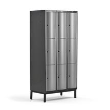 Šatní skříňka Curve, 3 sekce, 9 boxů, 1940x900x550 mm, nohy, šedé dveře