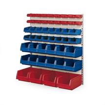 Nástěnný regál s 48 plastovými boxy